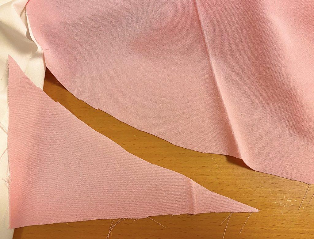 裾をカーブに切る